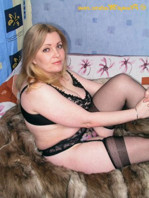 Mabel escorts girls sportive Saint-Genest-Lerpt, 42